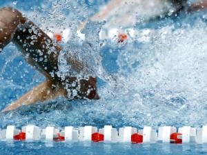 Schwimmsportgeräte und Sprungtürme für Sportschwimmbäder