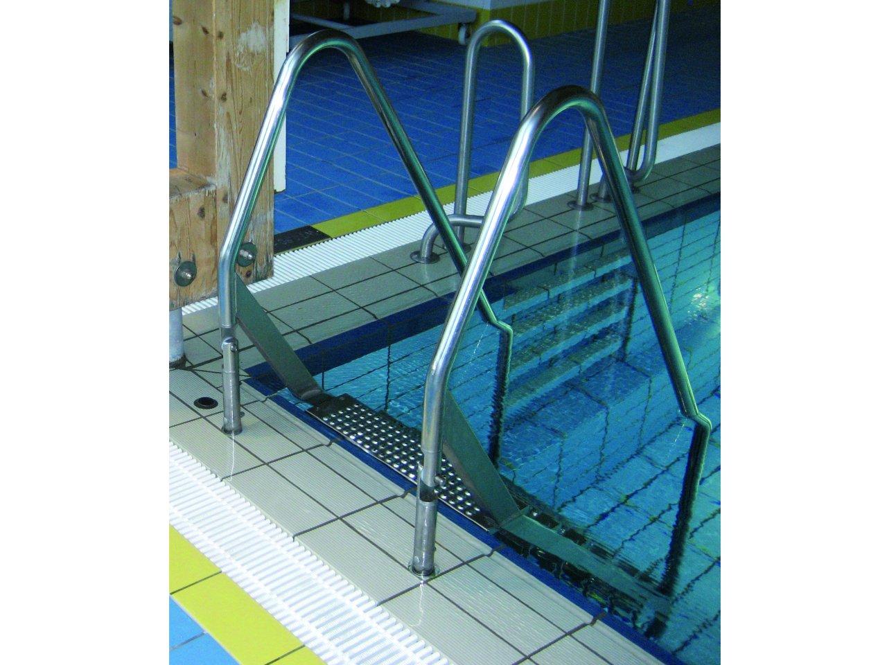 R300 2K Schwimmbadtreppe klappbar I