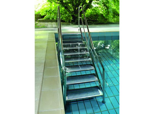 R300 Schwimmbadtreppe Milieu I