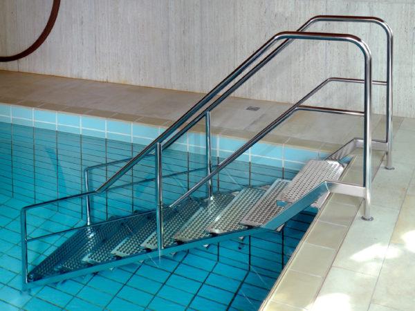 R300 Schwimmbadtreppe Seite I