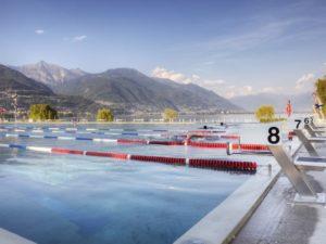 Schwimmleinen und Startblöcke in Locarno Schweiz